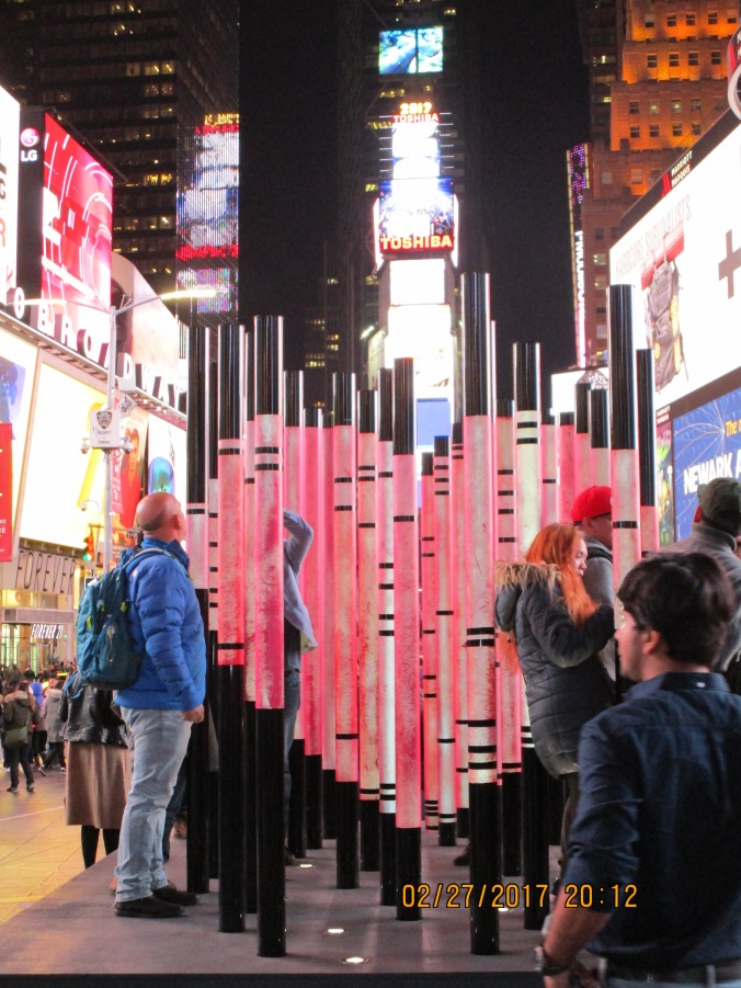 170200_heart in times square